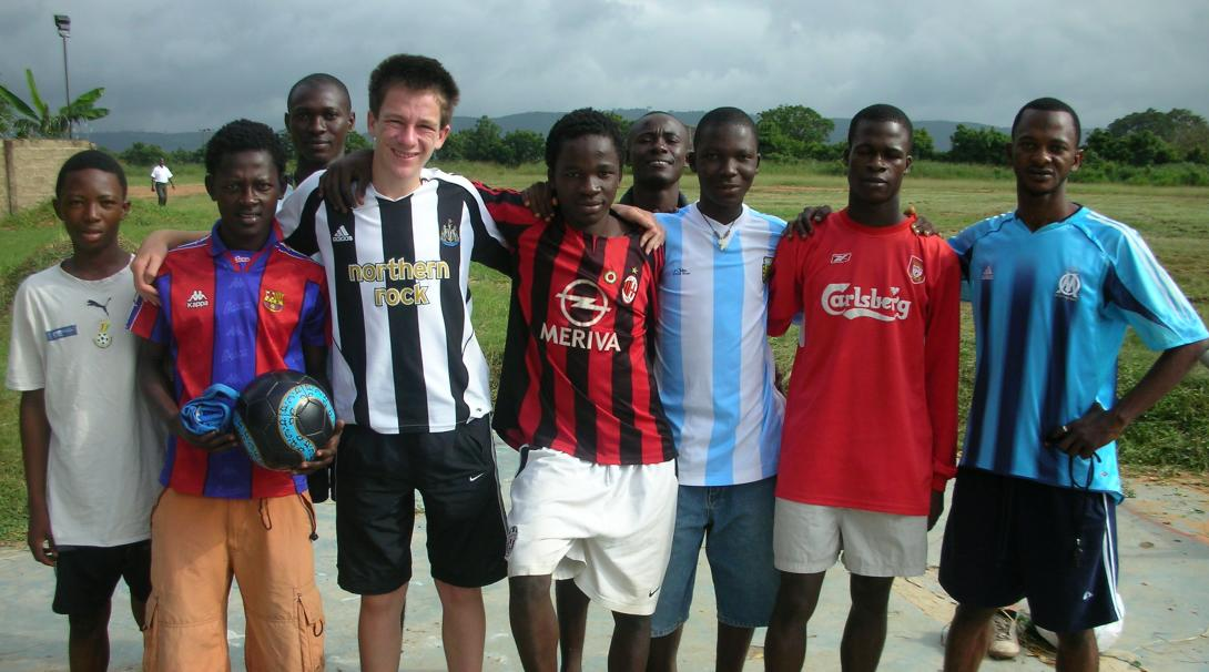 Our volunteers work together with local coaches and get hands-on soccer coaching experience in Ghana.